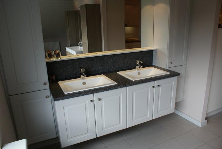 Salles de bains en pierre naturelle, granit, bluestone